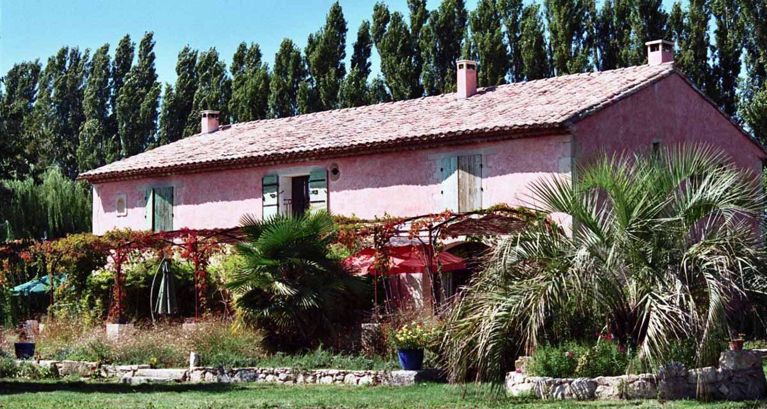 Furnished accommodation: le mas de la chouette in saint-rémy-de-provence (126030)