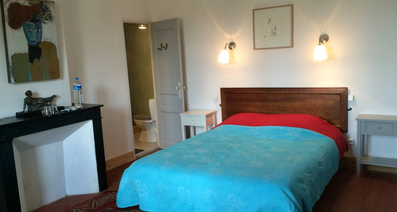 Logement meublé: la cour d'été - locations meublées - chambres d'hôtes à saint-thibéry (126042)