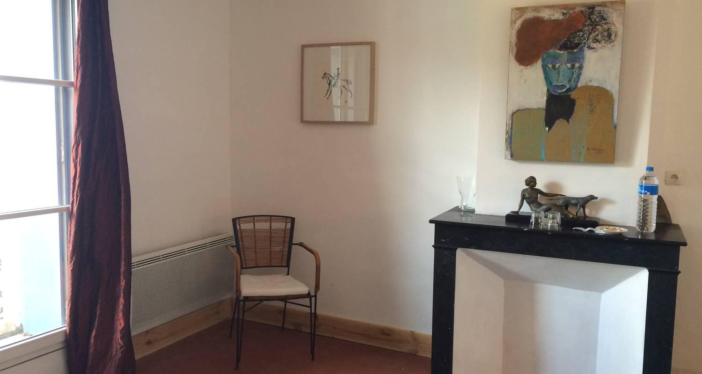 Logement meublé: la cour d'été - locations meublées - chambres d'hôtes à saint-thibéry (126043)
