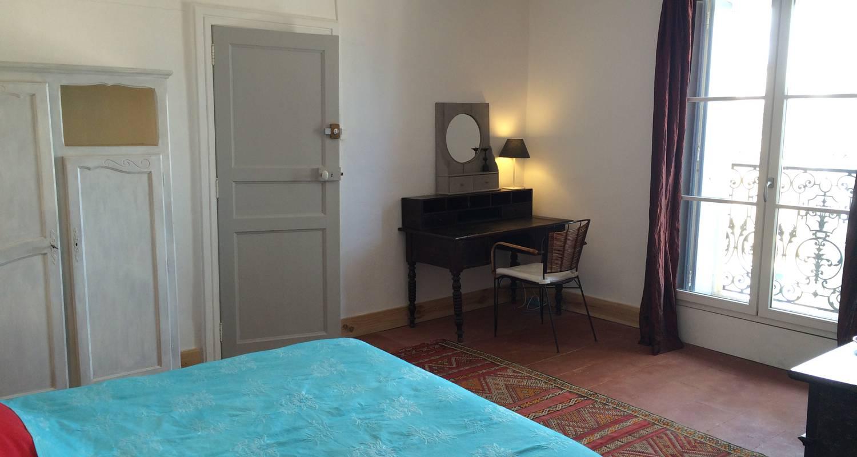 Logement meublé: la cour d'été - locations meublées - chambres d'hôtes à saint-thibéry (126044)
