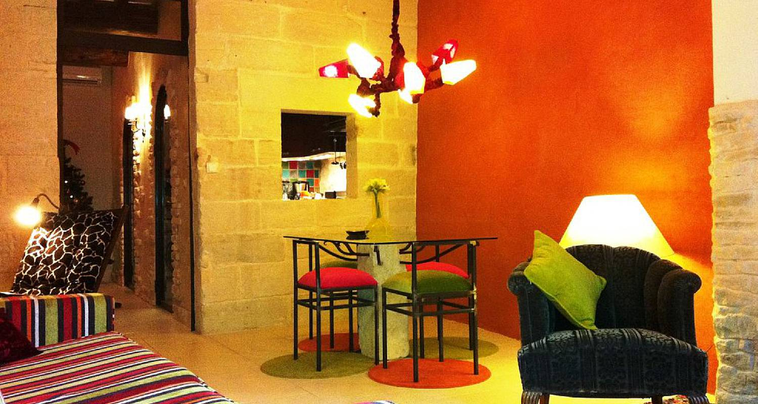 Furnished accommodation: appartement design, grand confort, uzès centre in uzès (126098)