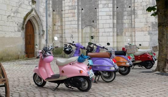 location et circuit touristique en scooter rétro