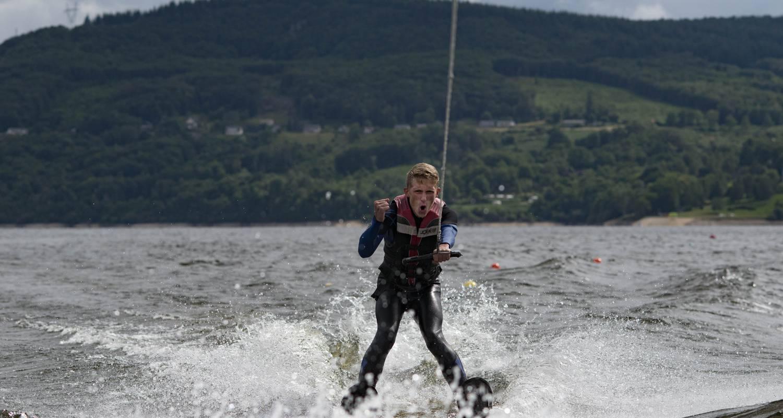 Activité: école de ski nautique & wakeboard, bouée tractée à lanobre (126572)
