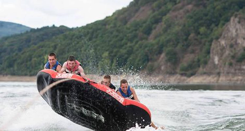 Activité: école de ski nautique & wakeboard, bouée tractée à lanobre (126574)