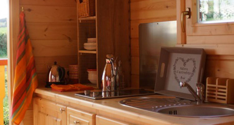Chambre d'hôtes: la roulotte du col d'auterre à matour (126591)