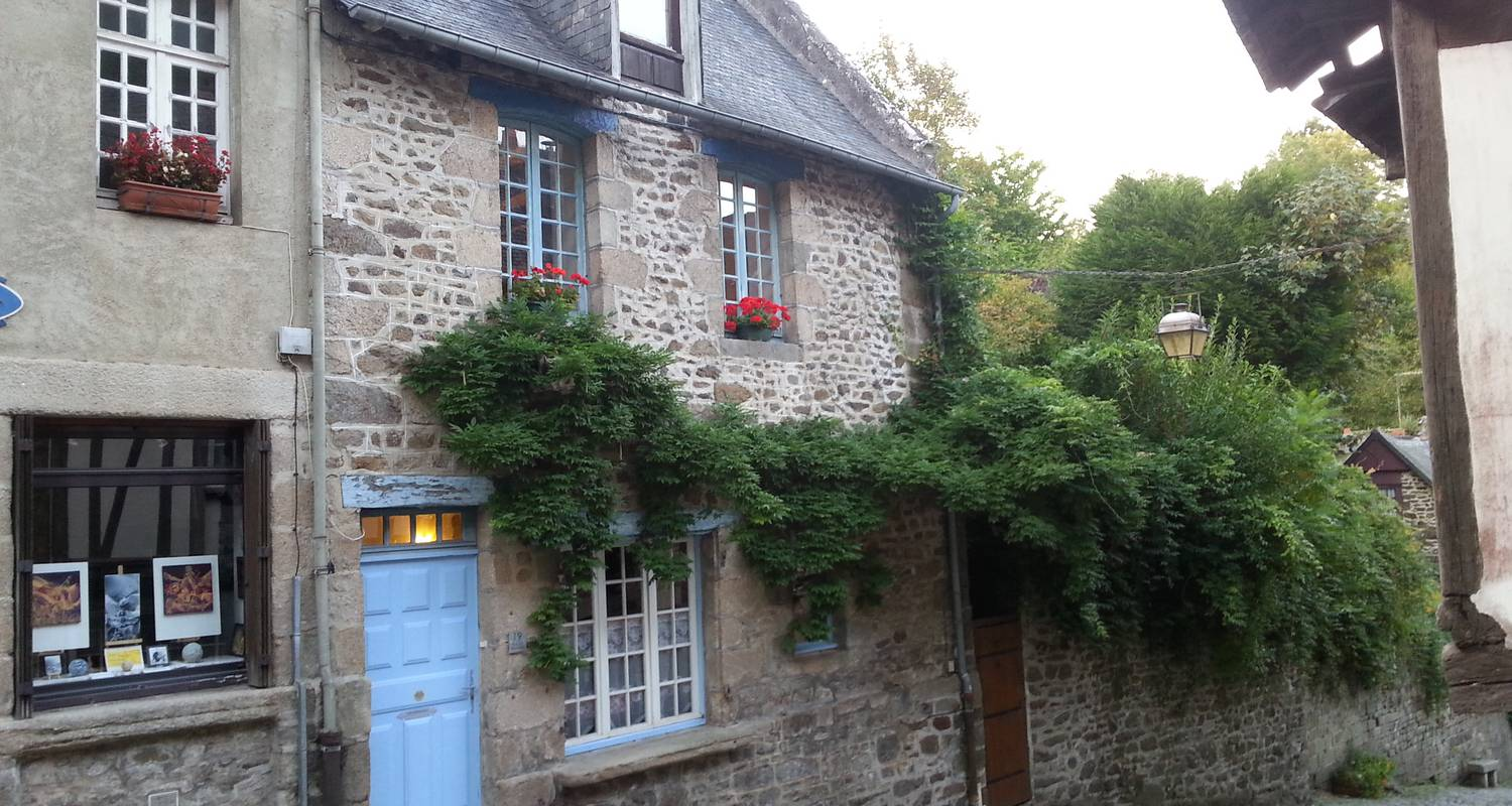 Furnished accommodation: the little blue house in dinan (126798)