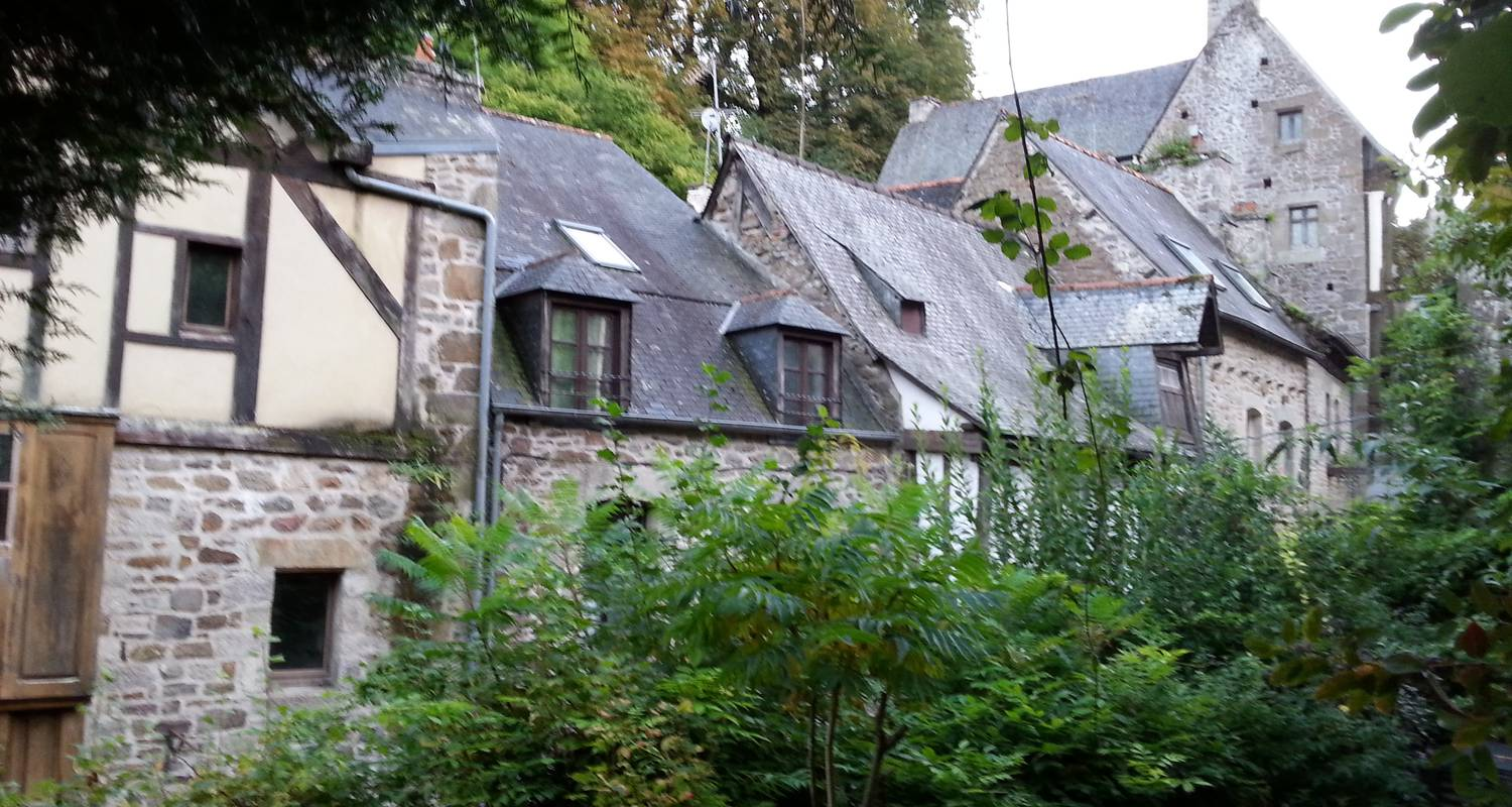 Furnished accommodation: the little blue house in dinan (126802)