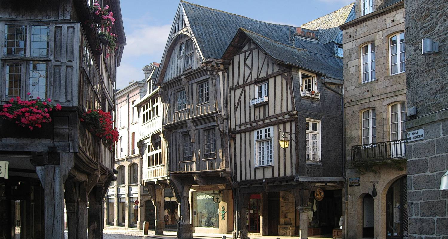 Furnished accommodation: the little blue house in dinan (126804)