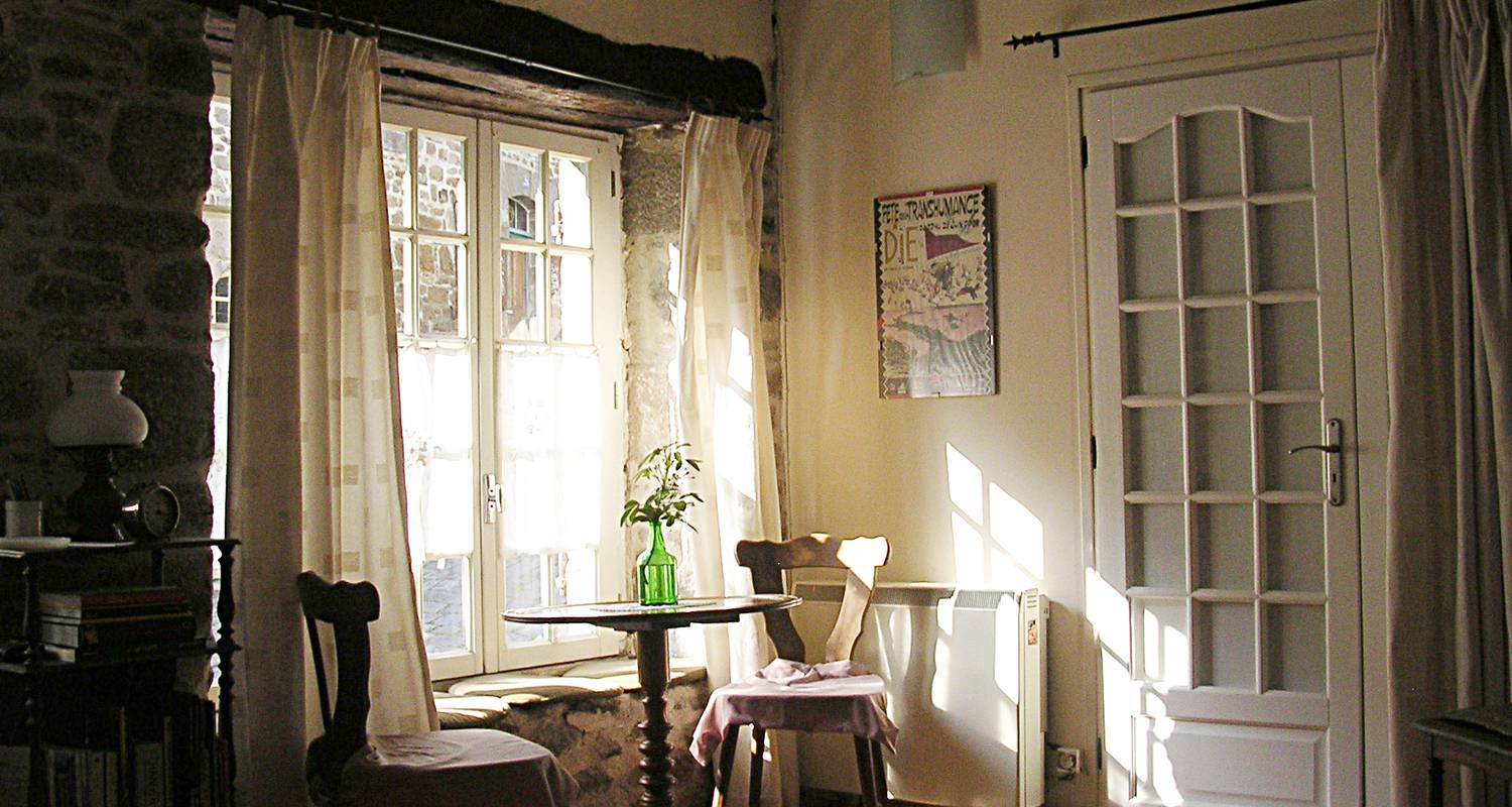 Furnished accommodation: the little blue house in dinan (126799)