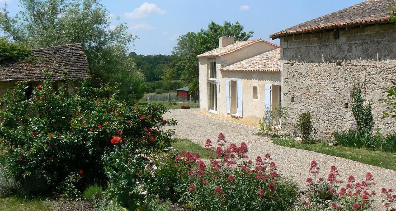 Gîte: domaine de geneviève de vignes in saint-martin-de-gurson (126952)