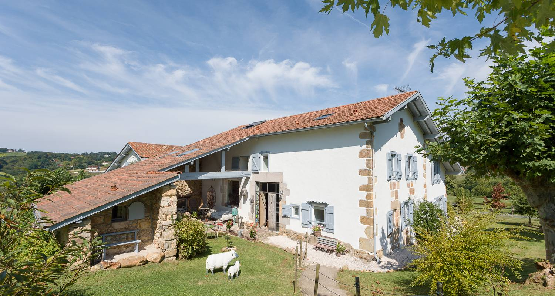 Chambre d'hôtes: ferme elhorga , maison d'hôtes d'exception aux portes de saint jean de luz et de biarritz à saint-pée-sur-nivelle (127278)