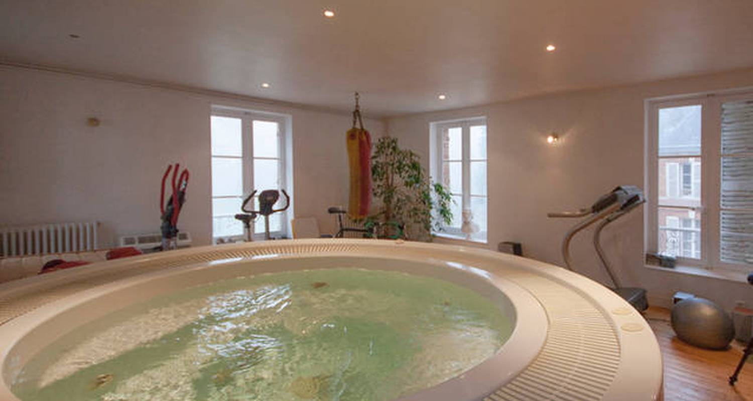Bed & breakfast: chambre ronde au chateau  in le landin (127799)