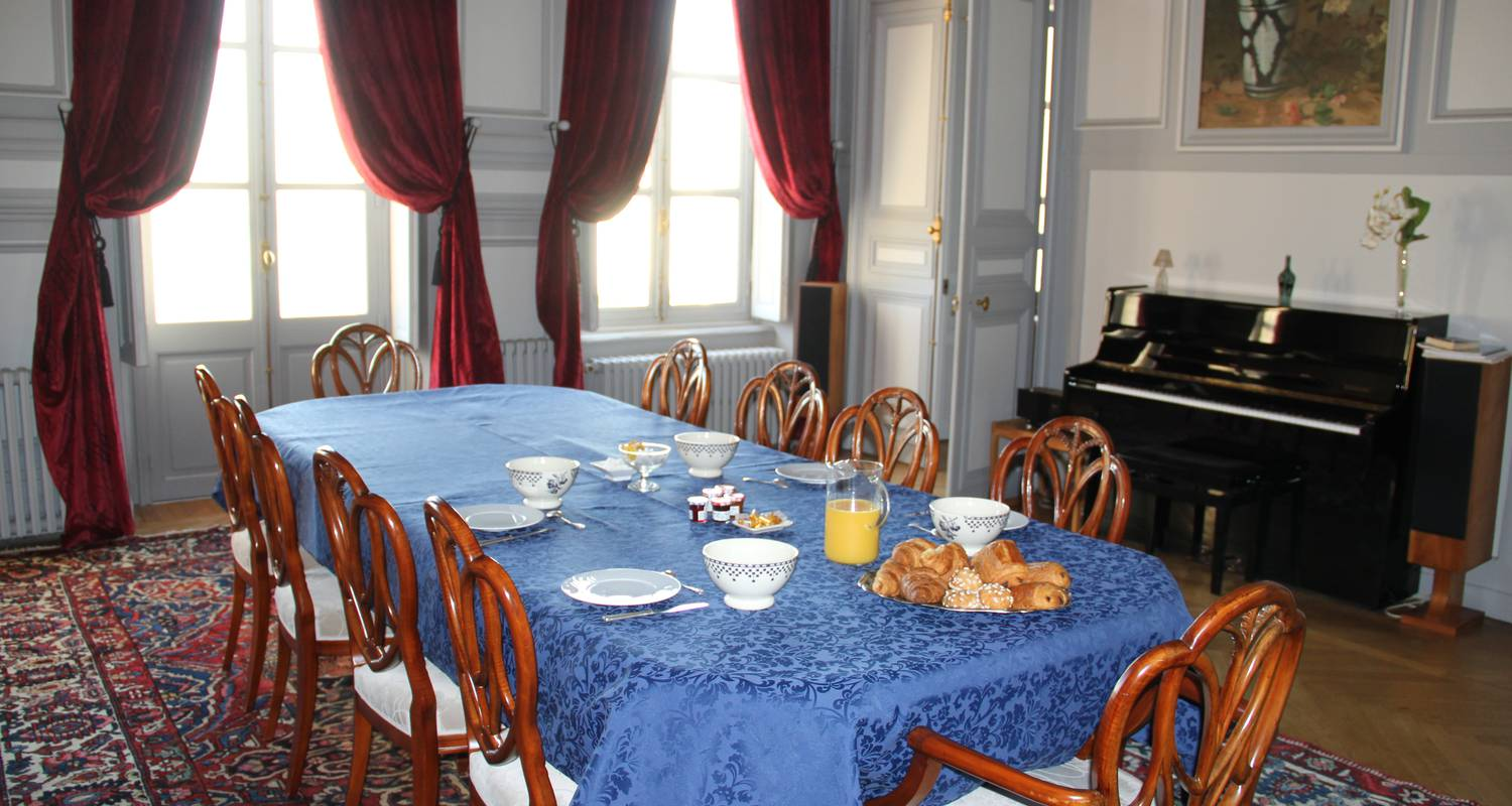 Bed & breakfast: chambre ronde au chateau  in le landin (127798)