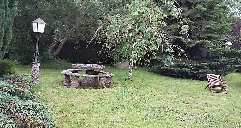 Gîte: charmant chalet / gîte liseclaire à saint-evroult-de-montfort (128019)