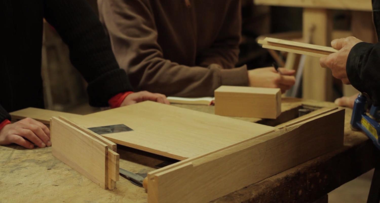Activité: stage menuiserie : fabrication d'une petite table en chêne à la main en saint-léger-des-prés (128025)