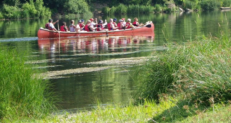 Activity: canoe rabaska in port-sainte-foy-et-ponchapt (128162)