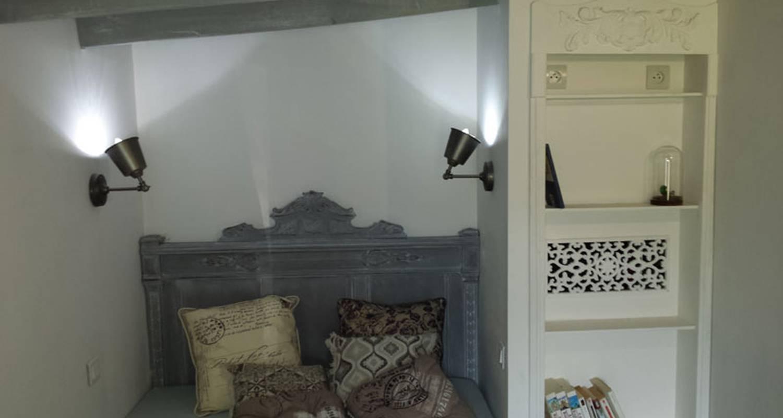 Gîte: gîte la maison hobbit à lavaurette (130425)