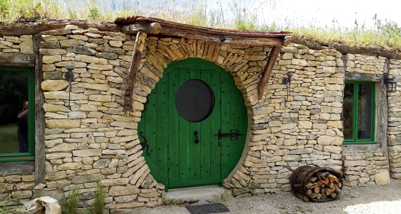 Gîte: gîte la maison hobbit à lavaurette (130426)