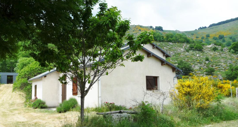Gîte: girer rural campclaux - 5 personnes à dourbies (128500)