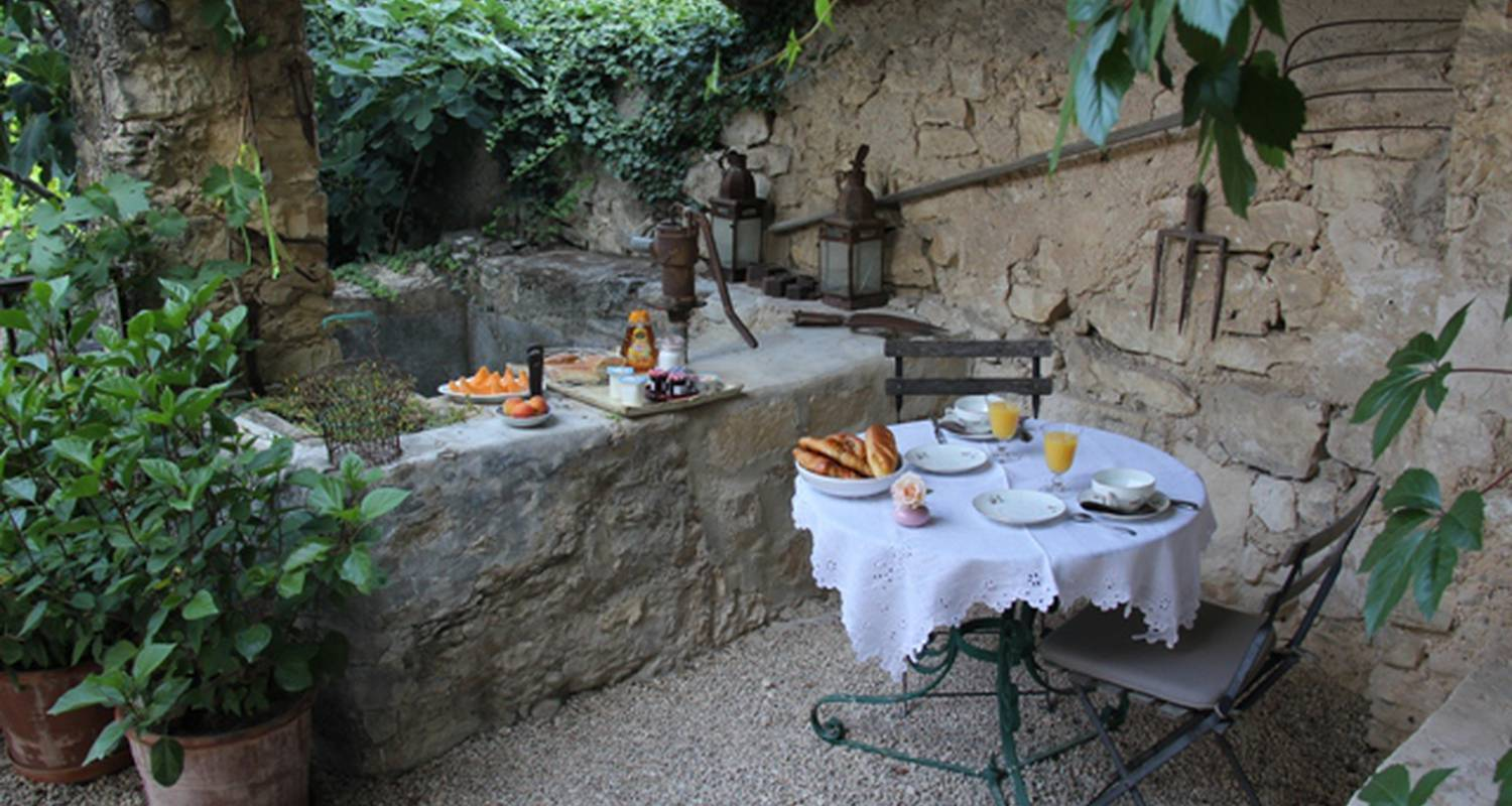 Bed & breakfast: une treille en provence in saint-didier (128623)