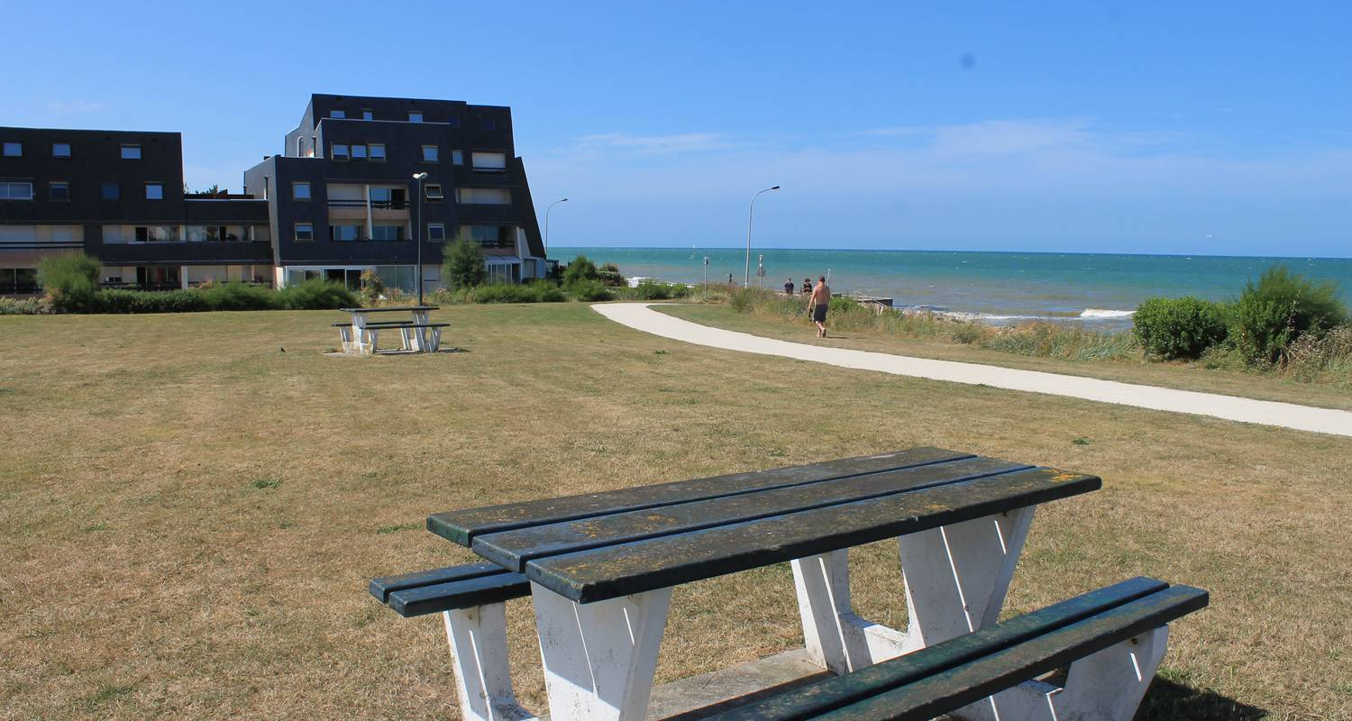 Hotel residence: sunny cosy duplex flat direct juno beach access in bernières-sur-mer (129145)