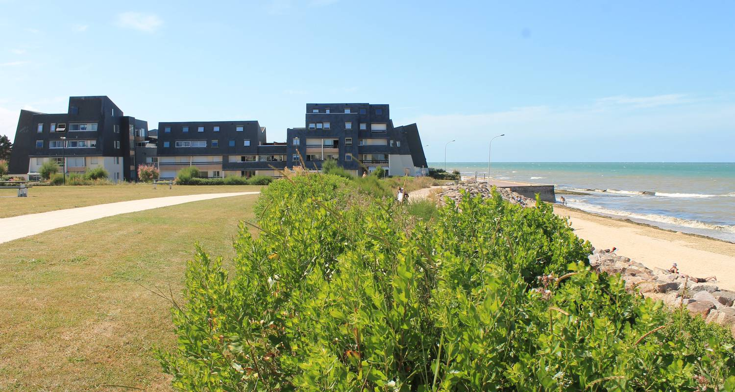 Hotel residence: sunny cosy duplex flat direct juno beach access in bernières-sur-mer (129123)