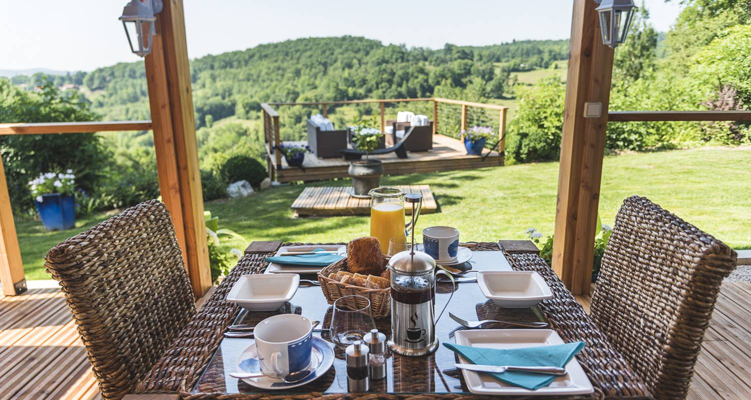 Bed & breakfast: domaine de terrac in rimont (129200)