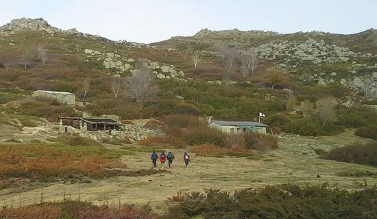 Family hiking week end in may: treasure hunts, caves and shepherds'huts picture