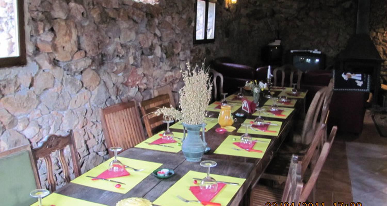 Bed & breakfast: cabanes et tipis de la ferme equestre du puits de riquier in moissac-bellevue (130299)