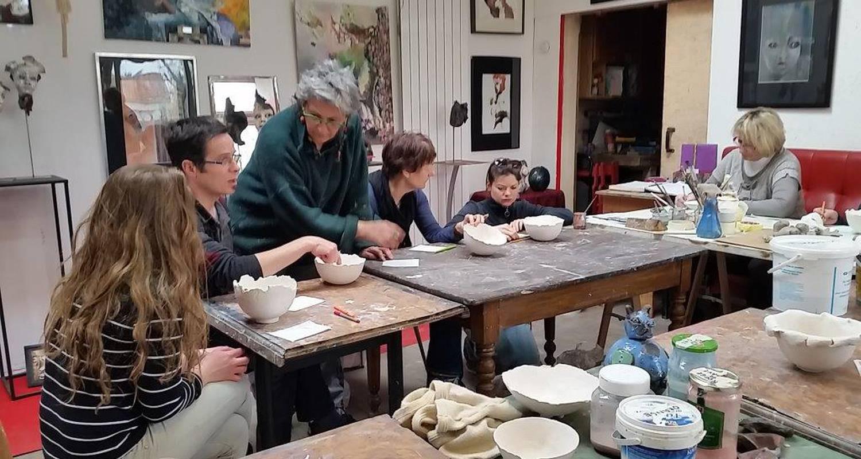Activity: stage d ete  2018 de modelage, , terre papier, terre sigilee,engobes, émaillage, cuisson raku et enfumage in bouaye (130870)