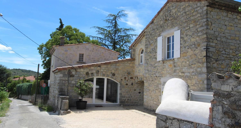 Gîte: domaine de montloubier à villeneuve-de-berg (131022)