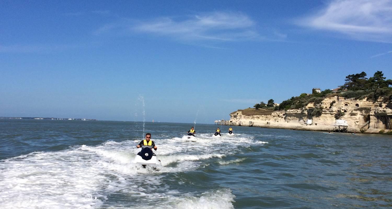 Activité: jet fly évasion      jetski/flyboard/hoverboard/bouée tractée à soulac-sur-mer (131326)