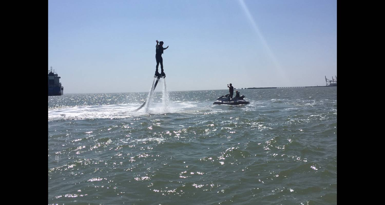 Activité: jet fly évasion      jetski/flyboard/hoverboard/bouée tractée à soulac-sur-mer (131329)