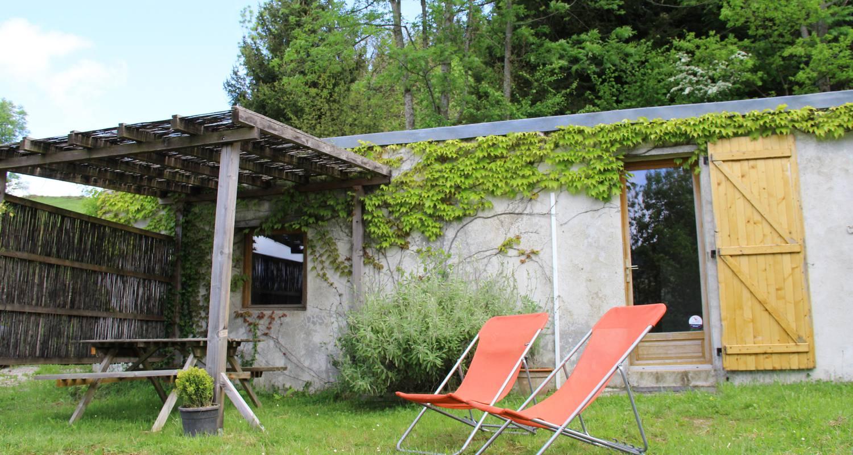 Logement meublé: gîtes de pleine nature (2 et 5pers) et atelier de méditation. à lies (133339)