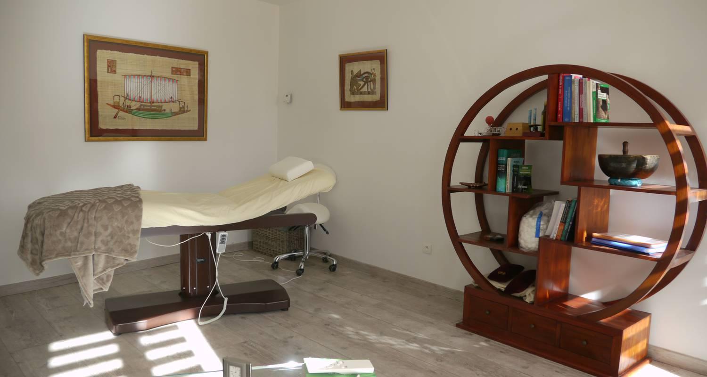Activité: soins traditionnels chinois - hammam et sauna - espace bien-être et beauté (aculifting) - stages de remise en forme - qi gong & méditation taoïste - à die (131819)