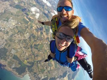 Tandem parachute jump - Skydiving school