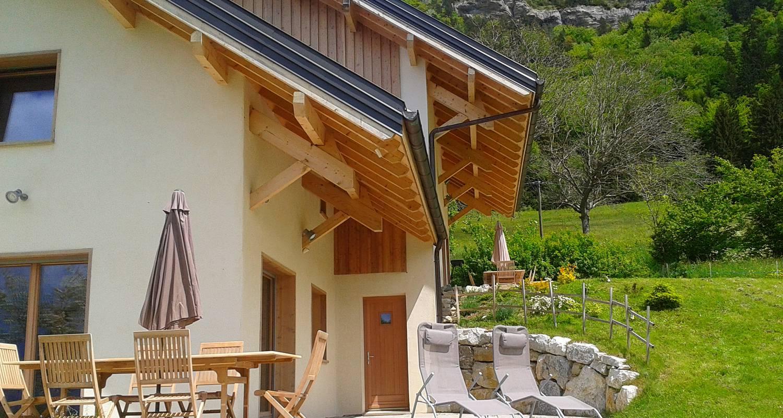 Gîte: 2 chalets de grand confort jusqu'à 16 personnes à montagnole (132049)