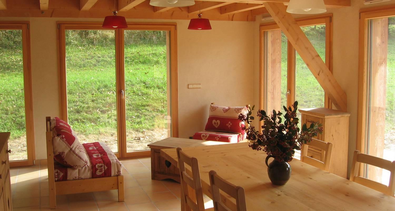 Gîte: 2 chalets de grand confort jusqu'à 16 personnes à montagnole (132051)