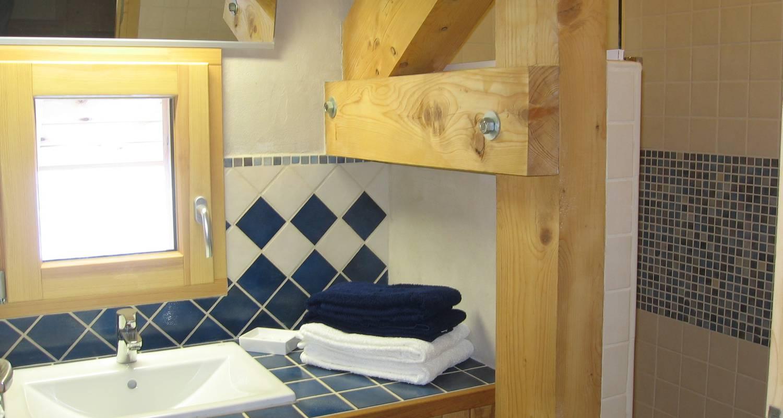 Gîte: 2 chalets de grand confort jusqu'à 16 personnes à montagnole (132057)