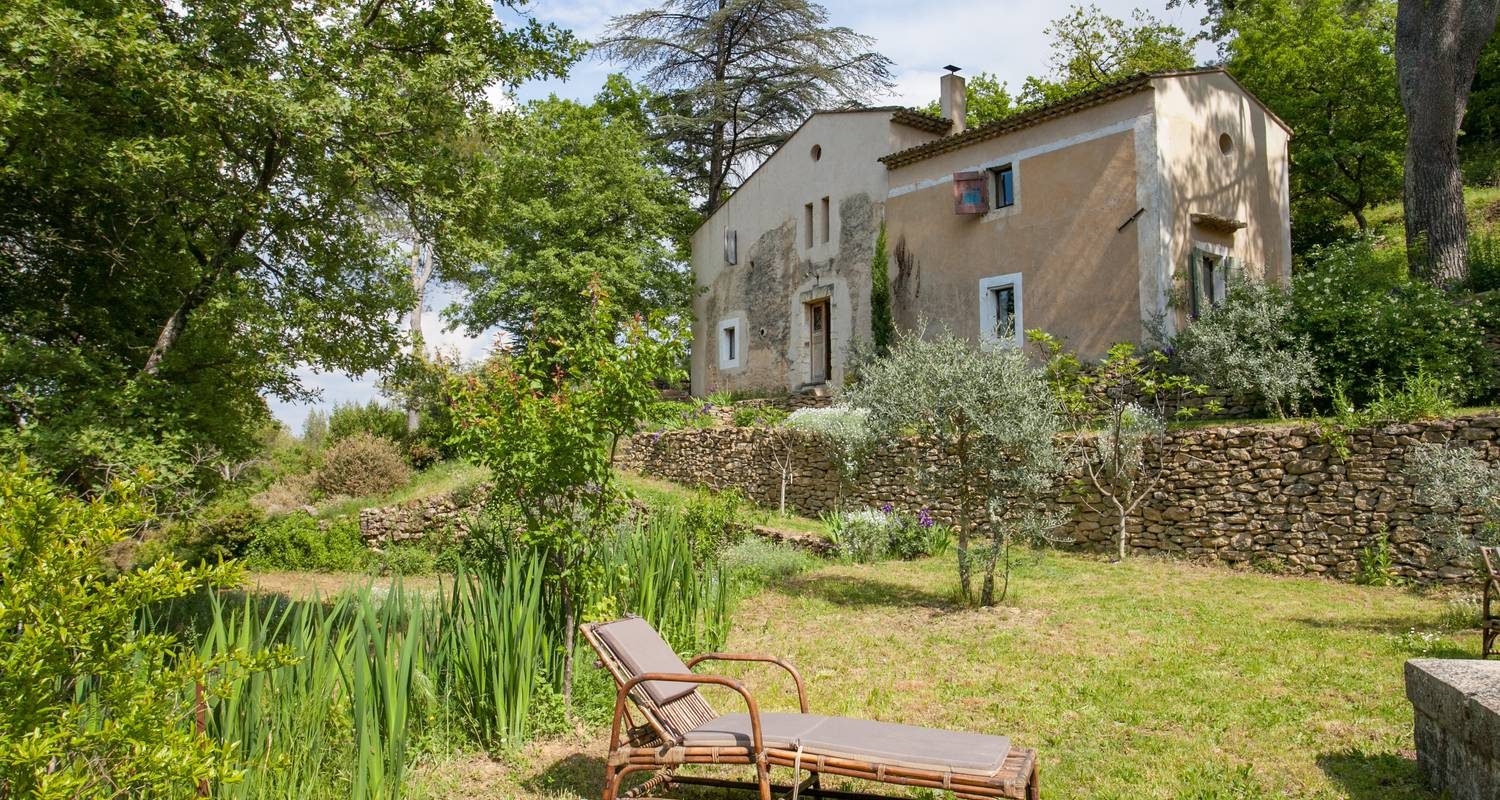 Furnished accommodation: l'atypique in oppède (132924)