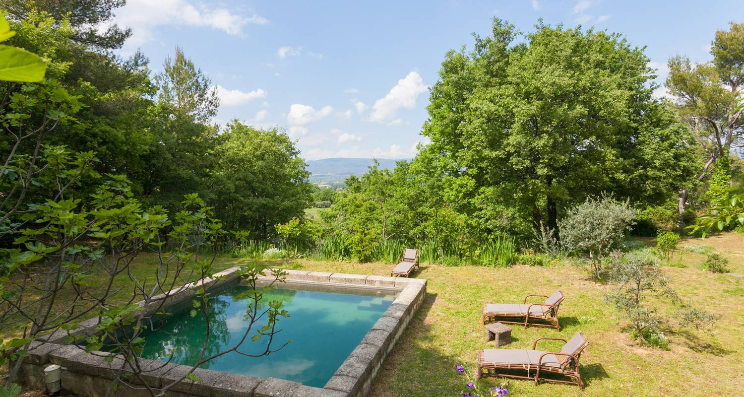 Furnished accommodation: l'atypique in oppède (132929)