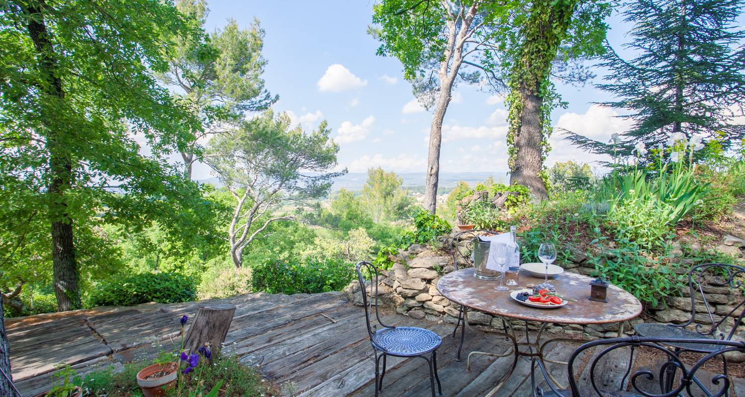 Furnished accommodation: l'atypique in oppède (132930)
