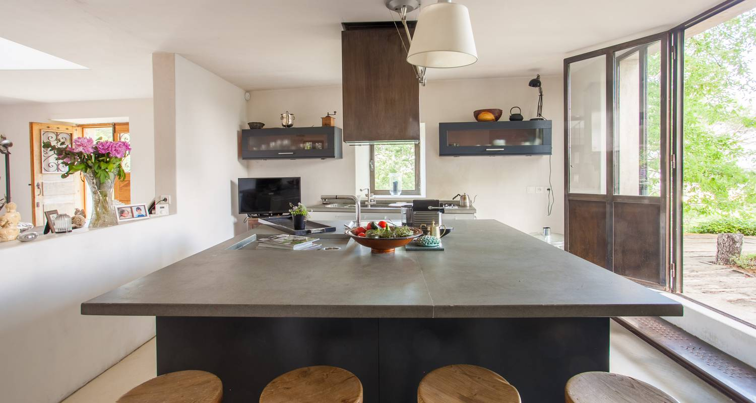 Furnished accommodation: l'atypique in oppède (132932)
