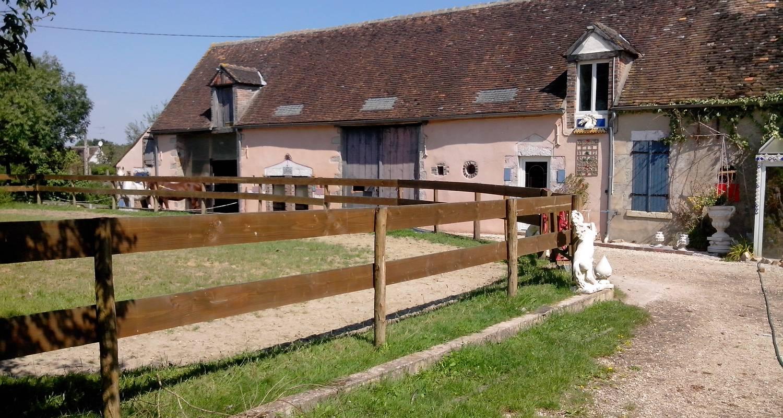 Other kind of rental accommodation: les roulottes à la ferme in saint-hilaire-les-andrésis (134009)